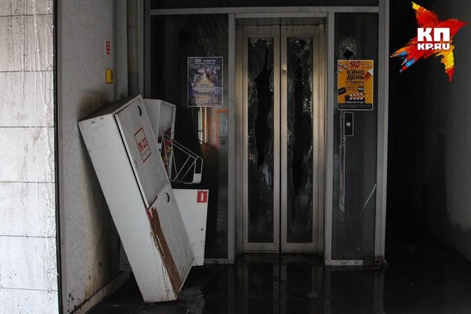 """В Кузбассе отменен режим ЧС, введенный из-за пожара в ТРЦ """"Зимняя вишня"""""""