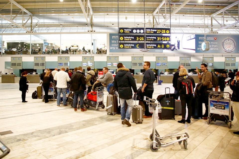 В прошлом году подозрительный рюкзак привел к тому, что один из залов вылета самолетов в аэропорту шведского Гетеборга был оцеплен полицией. Фото: с сайта thelocal.se