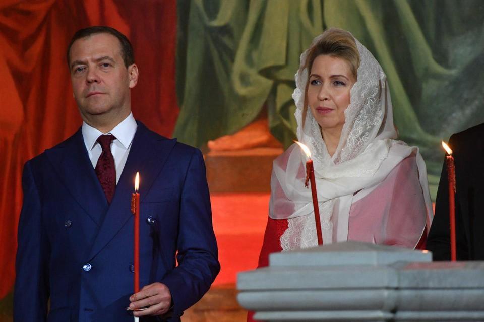 Премьер-министр России Дмитрий Медведев с супругой Светланой