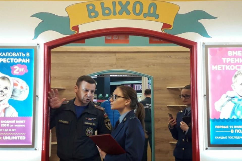 МЧС и прокуратура прошлись по торговым центрам. ФОТО: 78.mchs.gov.ru