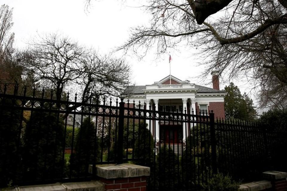 Представители властей США вломились в закрытую резиденцию генконсула РФ в Сиэтле