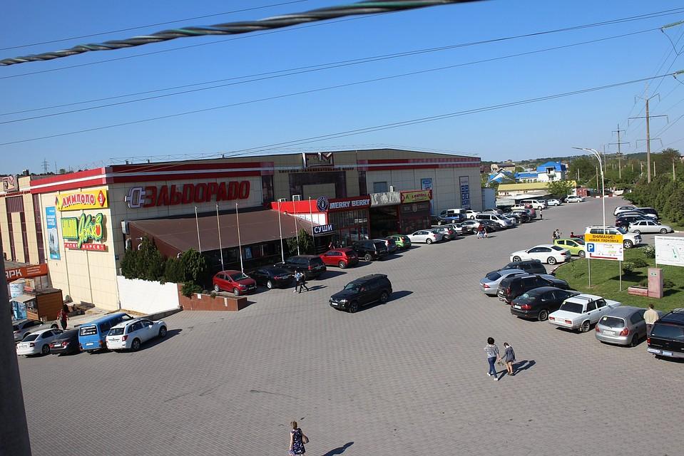В Симферополе пожарные закрыли торговый центр FM, а он работает 07fc50e41d9