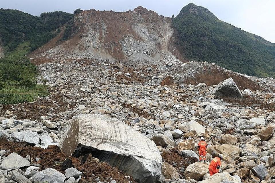 Жертвами горного обвала на севере Китая стали девять человек