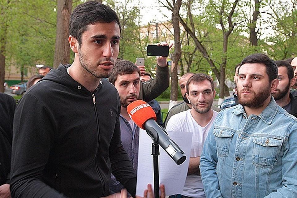Но армяне требовали, чтобы к ним вышли Леонтьев и Юрьев.