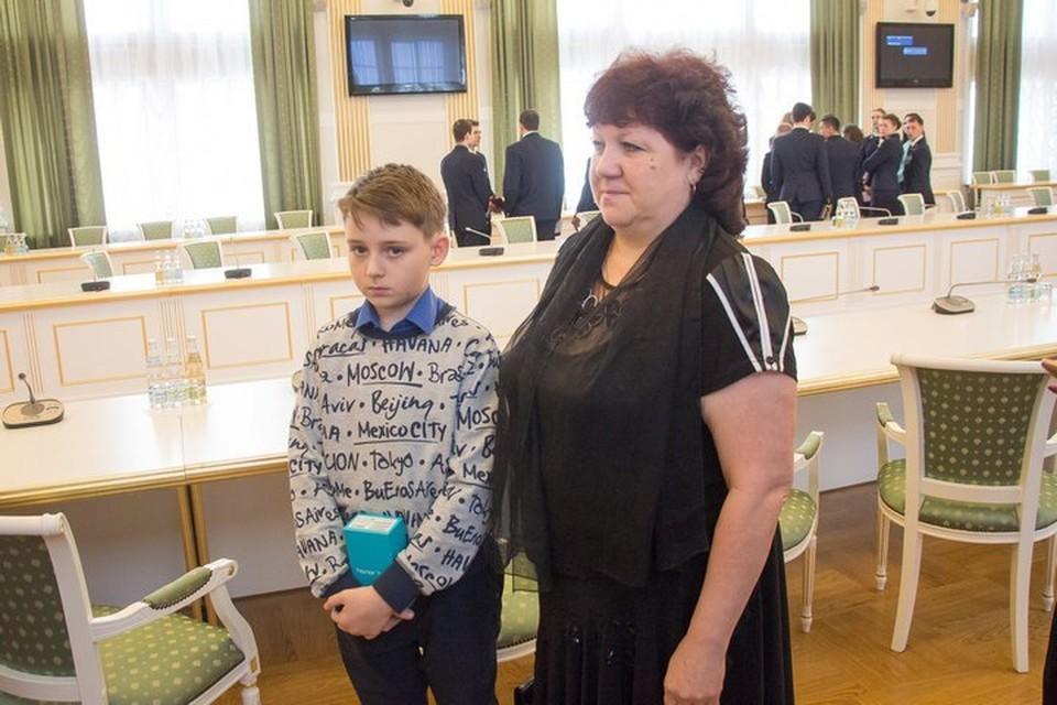 Сергей Москаленко вместе со своей бабушкой Светланой Москаленко