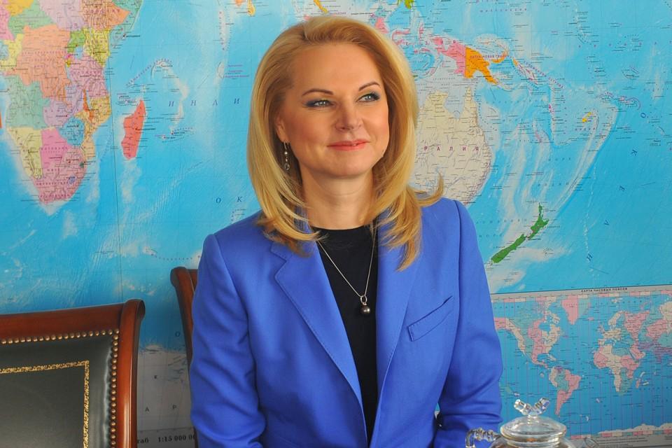 Вице-премьер Татьяна Голикова - пожалуй, самая яркая блондинка в новом правительстве. Но уверяет, что женскими чарами на работе не пользуется. Только признанным всеми профессионализмом.