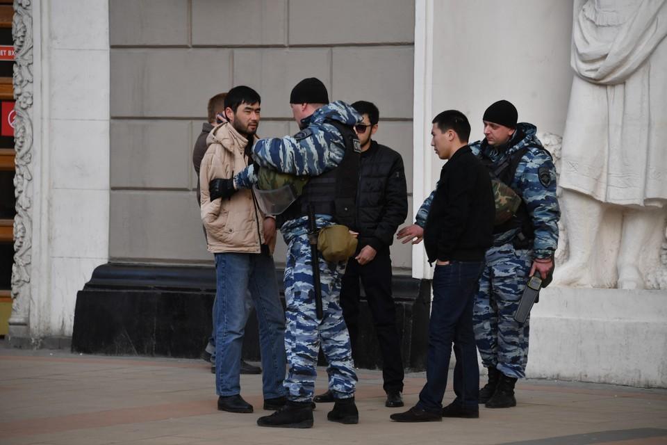 В 2017 году из России были высланы 137 тысяч мигрантов