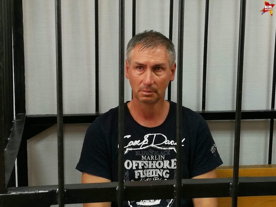 Леонид Жданов в тот злосчастный день был выходной, и не мог препятствовать выходу катамарана со стоянки.