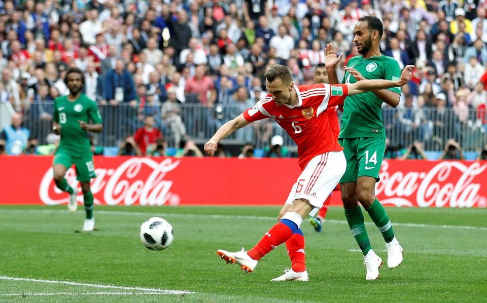 Сборная России играет против команды Саудовской Аравии