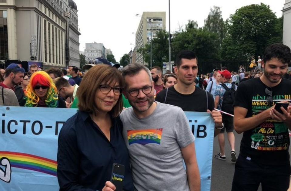 Евродепутат Ребекка Хармс на гей-параде в Киеве