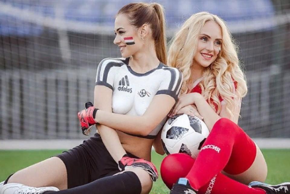 Девчонки из Ярославля сыграли топлесс в футбол, чтобы поддержать российскую сборную. Фото: Instagram Анастасии Юрчиковой