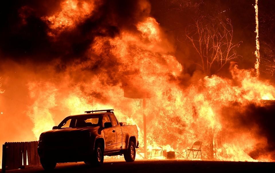 В американском штате Калифорния эвакуируют жителей из-за лесных пожаров