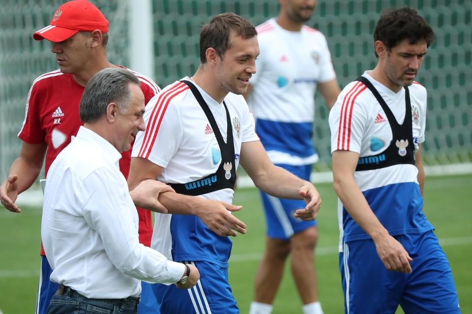 Сборная России провела предыгровую тренировку перед матчем с Испанией в полном составе.