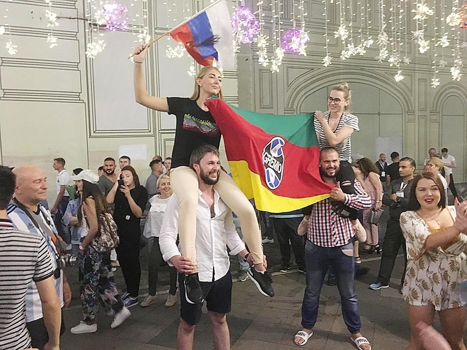 Иностранные болельщики приехали в Россию, как на праздник! Но праздник изрядно портят цены...
