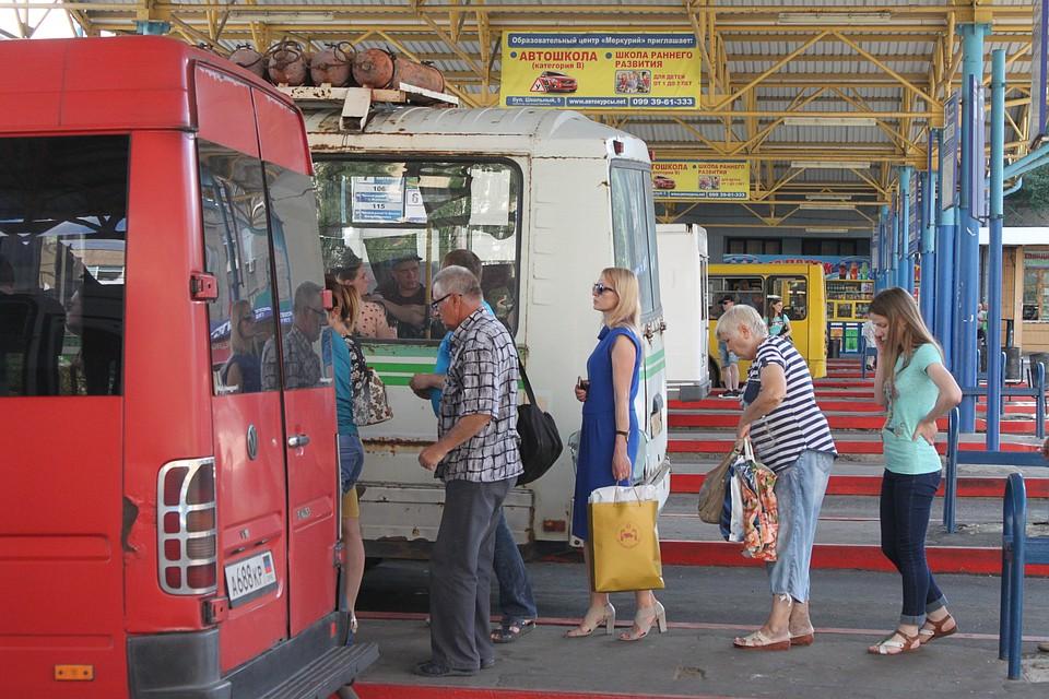 Член стоит в автобусе фото