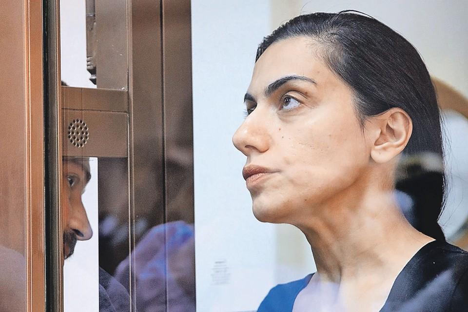 Арест стряхнул с Карины Цуркан гламурный лоск (фото из зала суда). Но ее адвокаты пытаются доказать, что она не шпионка, а честная начальница. Фото: Михаил ПОЧУЕВ/ТАСС