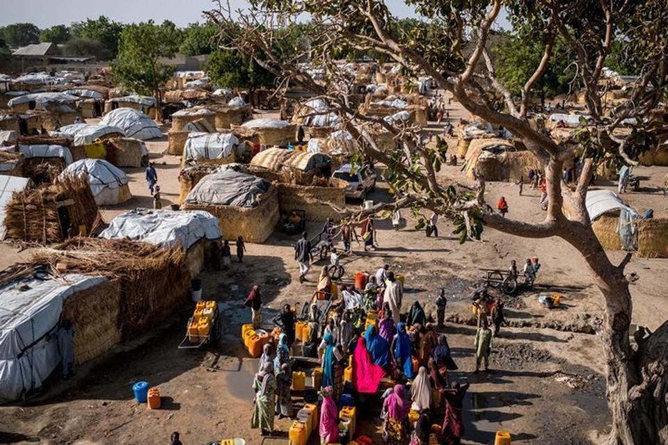 """Террористы """"Боко Харам"""" в Нигерии во время нападения взяли в плен более 70 военнослужащих"""