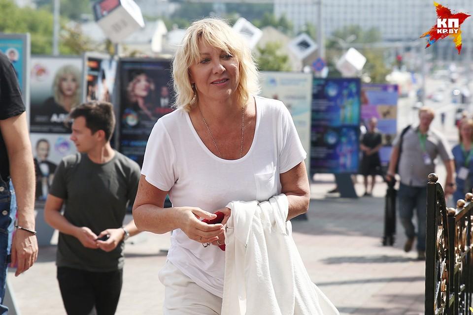 Елена Яковлева прогулялась по центру Витебска