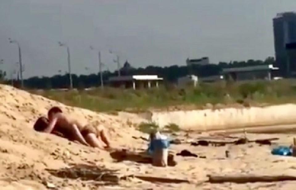 Видео как парень пришел к девушке своей домой