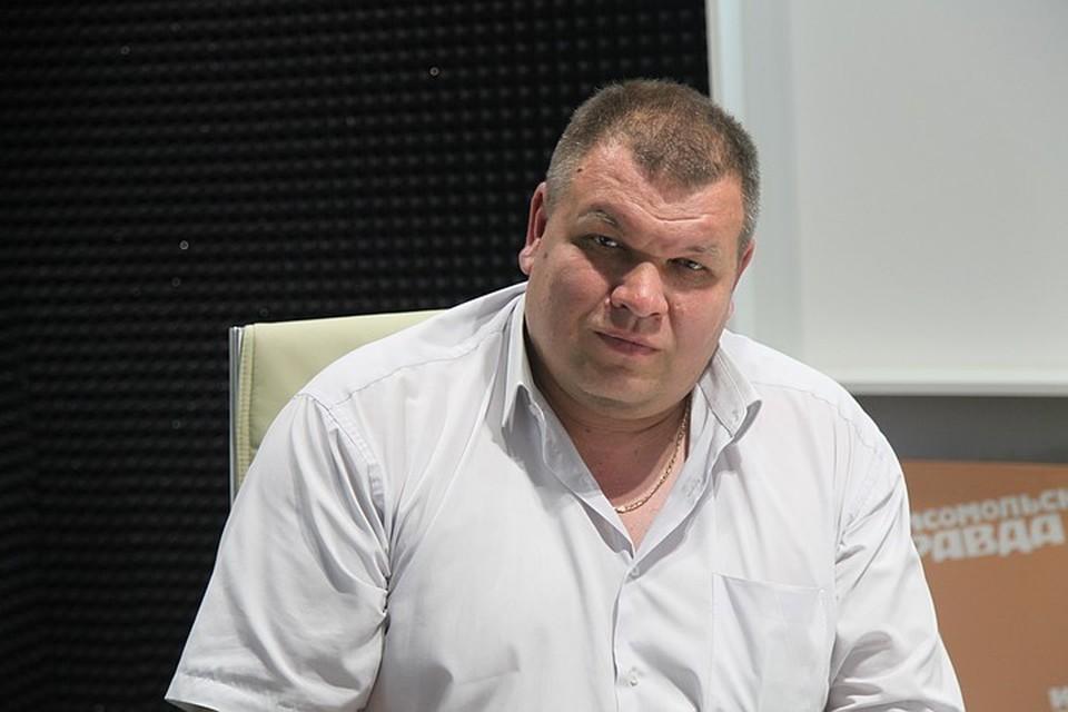 """Виктор ВЛАДИМИРОВ в студии радио """"КП""""."""