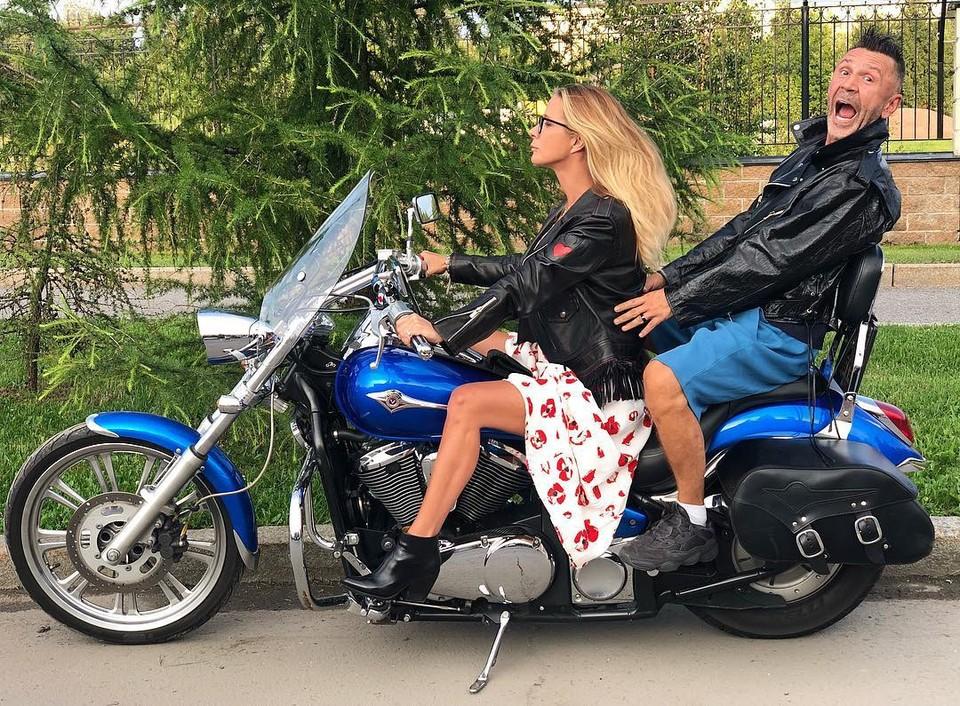 Сергей Шнуров зачастил на французскую виллу к разведенной Нике Белоцерковской
