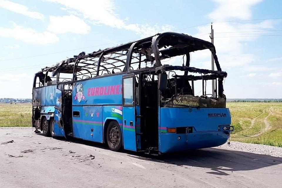 laskaet-ego-v-avtobuse