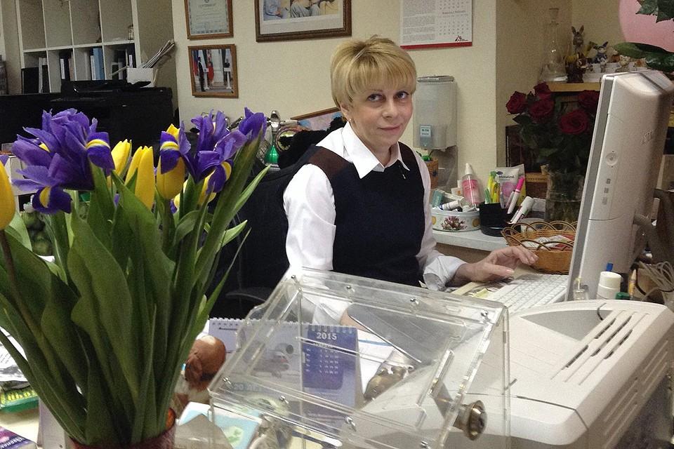 """Учредитель благотворительной организации """"Доктор Лиза"""", врач Елизавета Глинка на своем рабочем месте, 2015 год."""