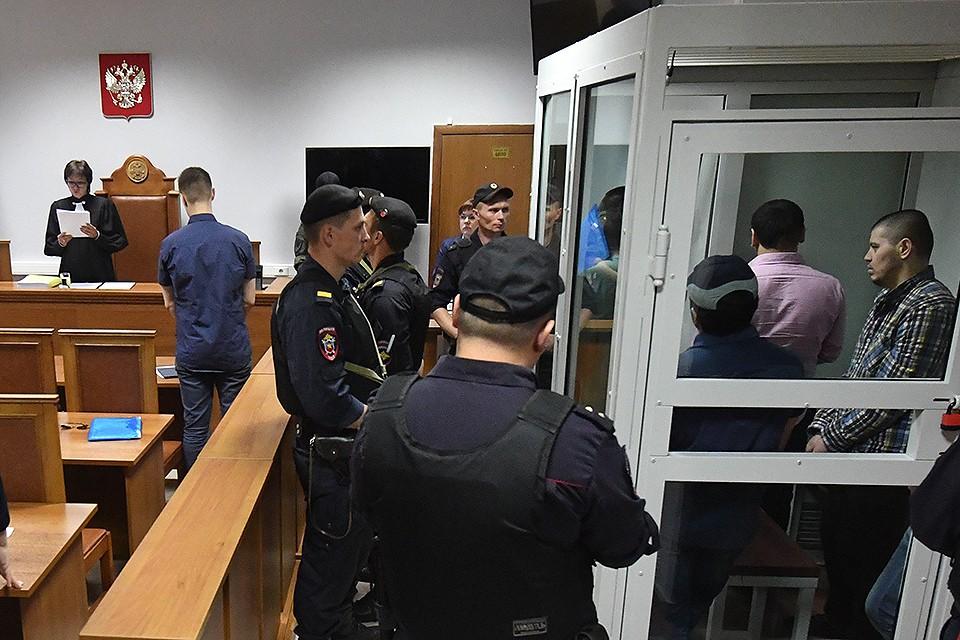 """Четверо членов """"Банды ГТА"""" получили пожизненные сроки, помогавший следствию Зафарджон Гулямов осужден на 20 лет."""