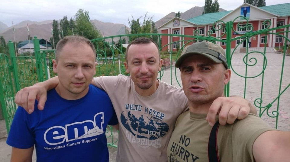 Тело погибшего уральского туриста (на фото справа) доставят в Екатеринбург частным самолетом