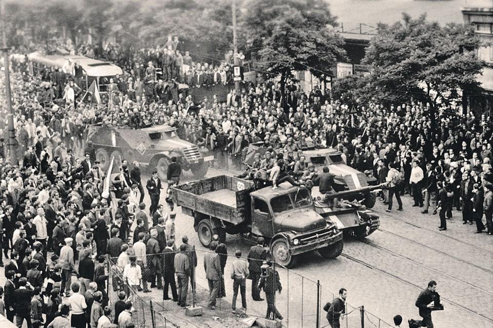 Брежнев долго колебался перед тем, как принять решение о вводе войск в Прагу. На крайнюю меру пошли, когда местные власти перестали контролировать ситуацию.