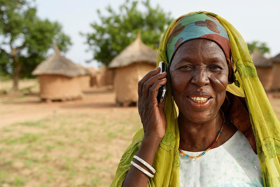 Американские бизнесмены проводят эксперимент по внедрению безусловного базового дохода в кенийских деревнях, чтобы вытащить африканцев из порочного круга бедности.