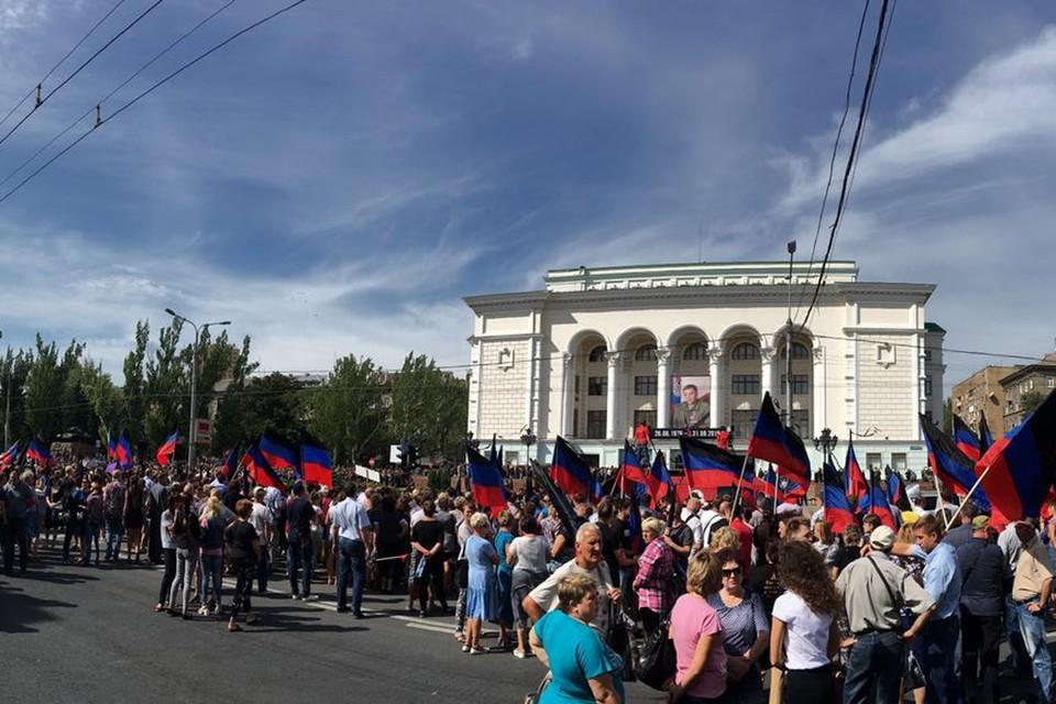 Во время прощания с Александром Захарченко. Фото: Inside Donetsk