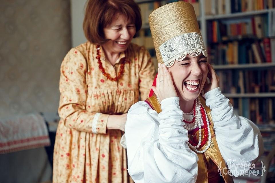 Под венцом повязка – носить такое целый день испытание не для слабонервных. Фото: Надежда Семченко