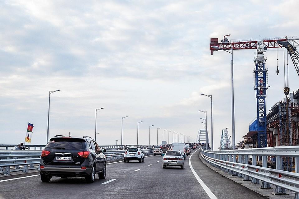 Плавучий кран врезался в опору Крымского моста: Частичные ограничения движения уже сняты