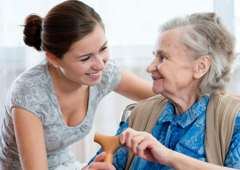 Соцсети не могут заменить блеска глаз и теплоты реального общения, и это – тоже профилактика деменции. Фото: Goodstock.com