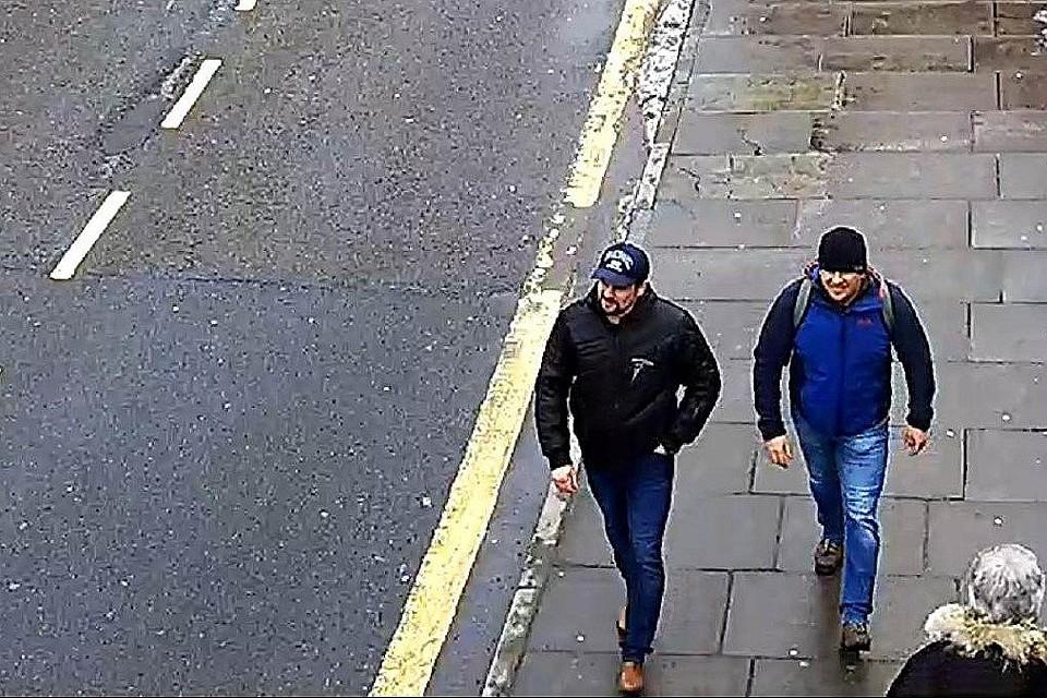 Разведка Туманного Альбиона утверждает, что эти люди получили визу в Петербурге
