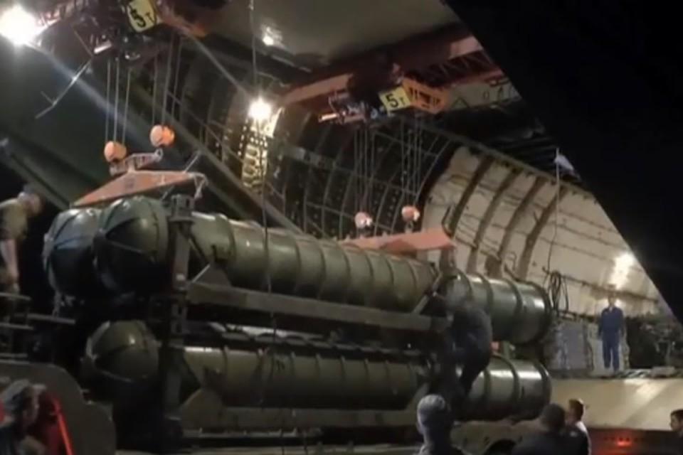 Появились новые кадры выгрузки С-300 в Сирии