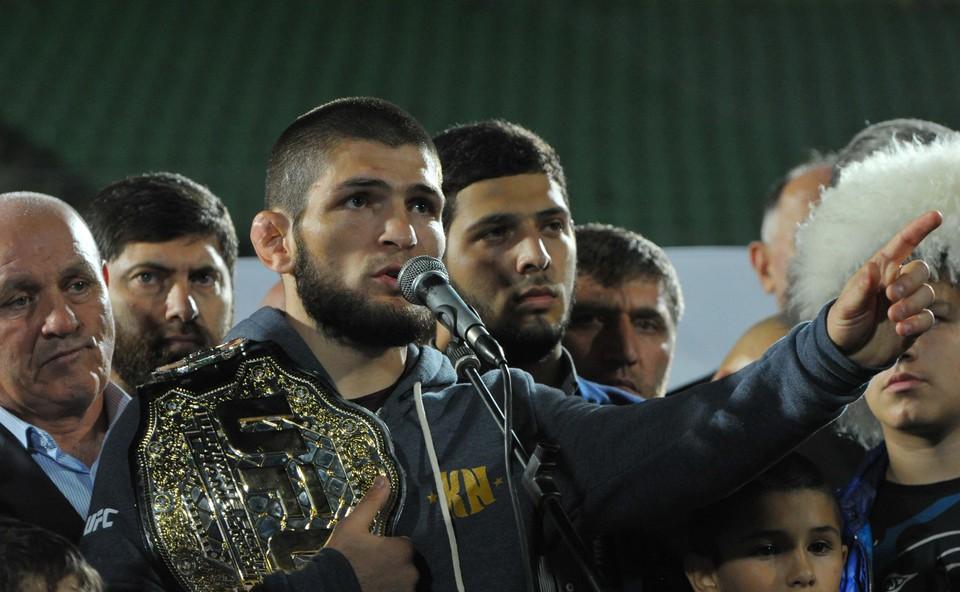 Хабиб Нурмагомедов вернулся уже домой в Дагестан с чемпионским поясом.