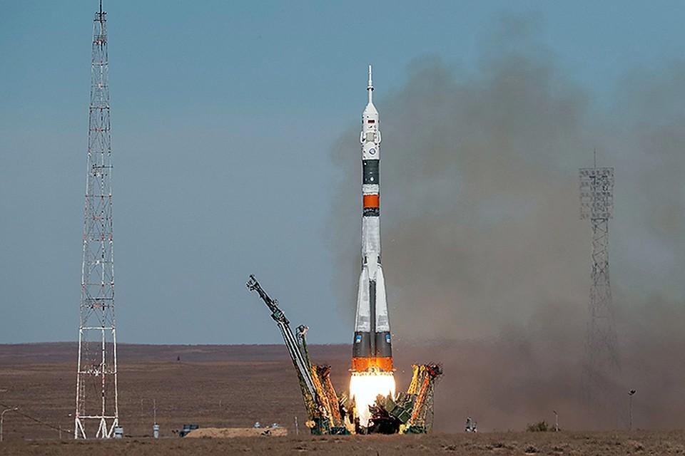 """Экипаж корабля """"Союз МС-10"""" жив и вышел на связь"""