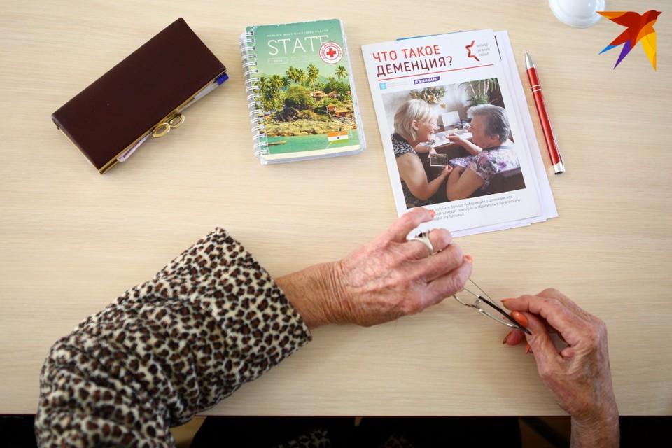 Чтобы общество не потеряло трудоспособную личность, ухаживающему за страдающими деменцией родителями нужна смена - например, волонтер