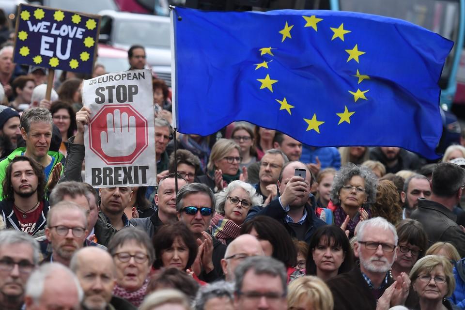 В Лондоне сотни тысяч человек требуют нового референдума по Brexit