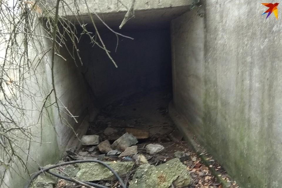Подземелье неподалеку от дома керченского стрелка проверяют правоохранители