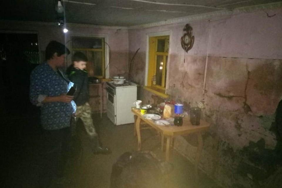Сейчас Анна Журавская ютится вместе с семьей в двухэтажной постройке.