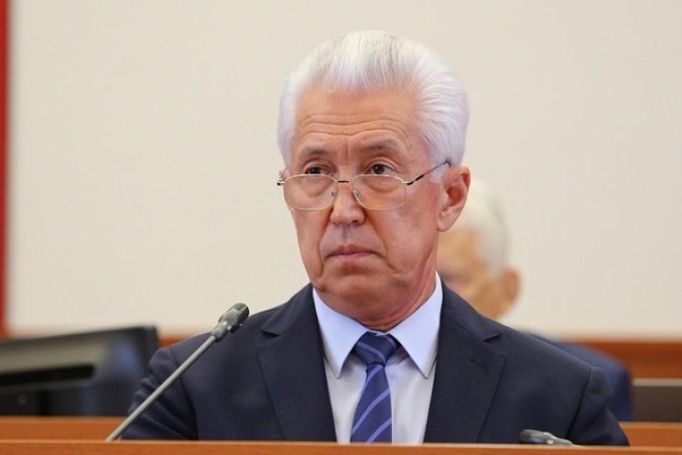 Владимир Васильев признался, что денег оплатить гарантированные медуслуги в Дагестане нет. Фото: пресс-служба главы Дагестана