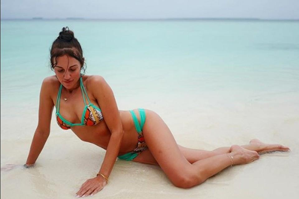 Мерьем Узерли отдыхает на Мальдивских островах.