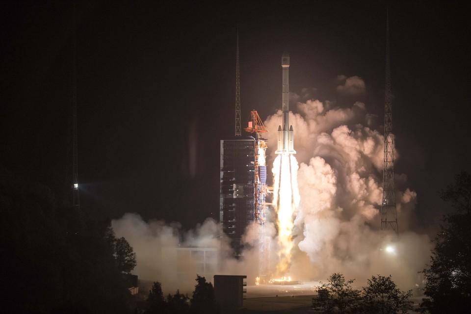 "Запуск ракеты-носителя ""Чанчжэн-3-Би""."