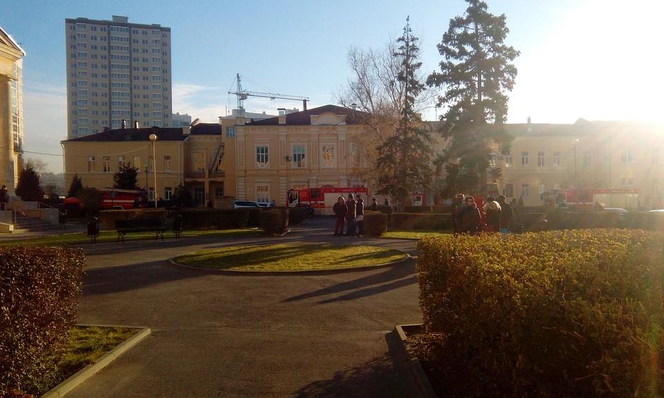 500 человек эвакуировали из-за пожара в хирургическом корпусе областной  больницы Волгограда 9b03a3729fe