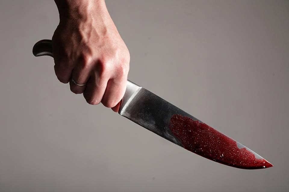 Парень приехал из Саратова, чтобы зарезать сожителя подруги, но у него два раза не получилось это сделать.
