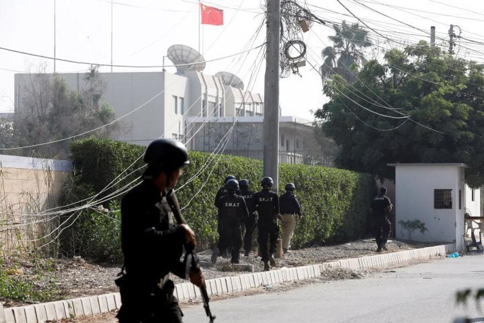Ранее в пятницу, 23 ноября, вооруженные люди напали на генеральное консульство КНР в Карачи