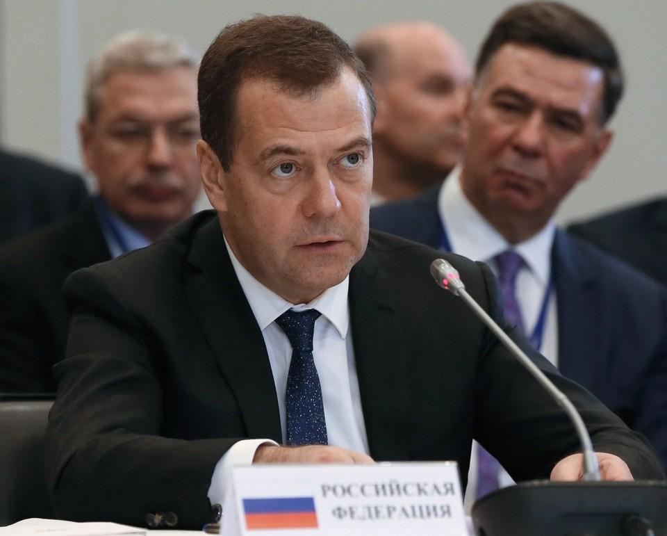 Медведев призвал не затягивать сроки строительства ледоколов